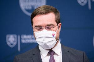 Minister zdravotníctva Marek Krajčí počas tlačovej konferencie, na ktorej oznámil odstúpenie z funkcie ministra zdravotníctva.