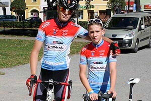 Mladí cyklisti CK Dynamax J. Toriška a M. Bugár pred štartom v Spišskej N. Vsi.