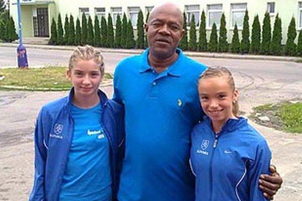 Na snímke z nedávneho mítingu v Dubnici vľavo Emma Zapletalová, v strede otec Usaina Bolta.