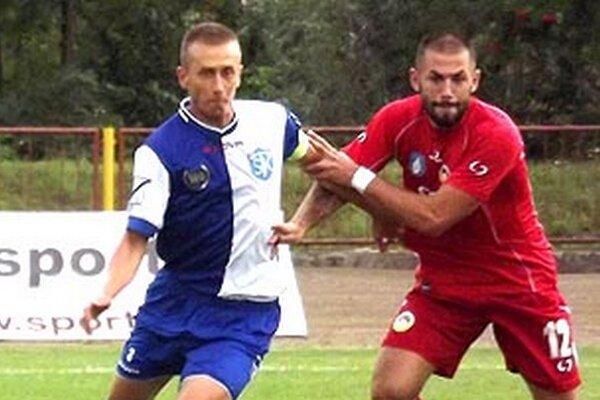 Kapitán Šamorína Vladimír Pončák (vľavo) otváral skóre v Liptovskom Mikuláši.