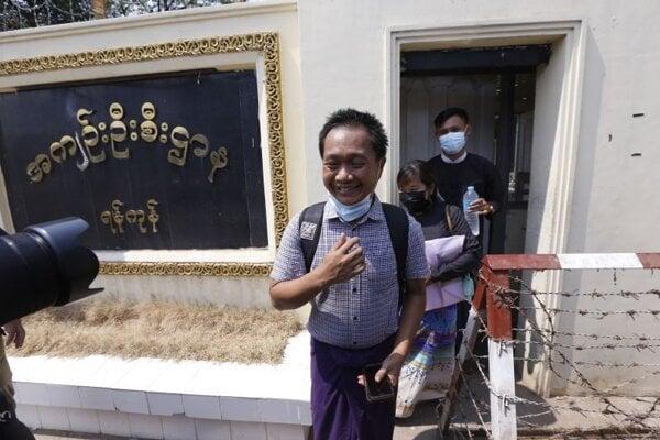 Thein Zo, prepustený fotograf agentúry Associated Press.