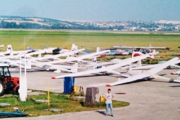 Nitriansky aeroklub by mal tento rok na svojom letisku v mestskej časti Janíkovce hostiť jednu z významnejších súťaží v bezmotorovom lietaní.