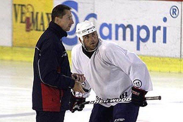 Tréner Antonín Stavjaňa a jeden z najskúsenejších hráčov Andrej Kmeč.
