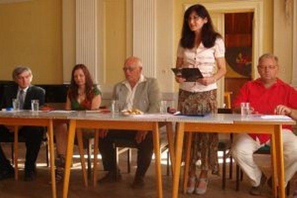 Autorský večer v Ponitrianskom múzeu - zľava Milan Vinco Částa, Marcela Greer, Ivan Godál, Janka Svítková a Peter Koscelanský.