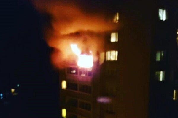 Požiar paneláka na Ovručskej ulici.