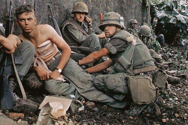 Vleklý dlhoročný konflikt vo Vietname si vyžiadal životy desiatok tisíc amerických vojakov a stal sa trvalou záťažou aj domácej americkej politiky.