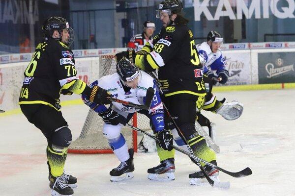 Momentka zo štvrtého zápasu štvrťfinále play off medzi Detvou a Popradom.