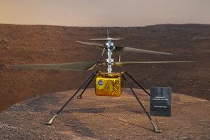 Vrtuľník Ingenuity počas prezentácie pred odletom na Mars.