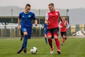 Daniel Pívara v modrom drese FK Čadca.