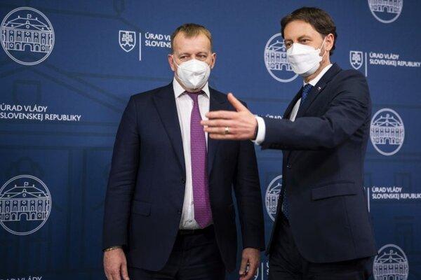 Zľava predseda NR SR Boris Kollár a predseda vlády SR Eduard Heger.