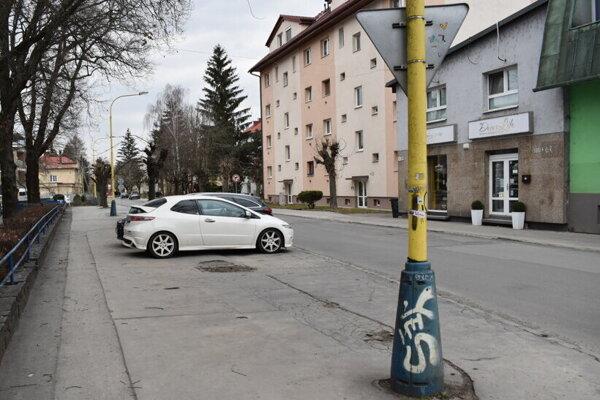 Ulica Tarasa Ševčenka. Pribudne tam takmer stovka parkovacích miest.