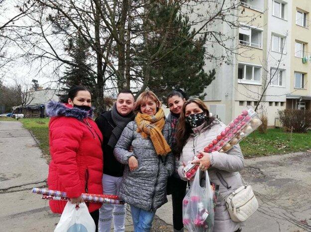 S priateľmi a priateľkami z Únie rómskych materských centier na návšteve v Poltári.