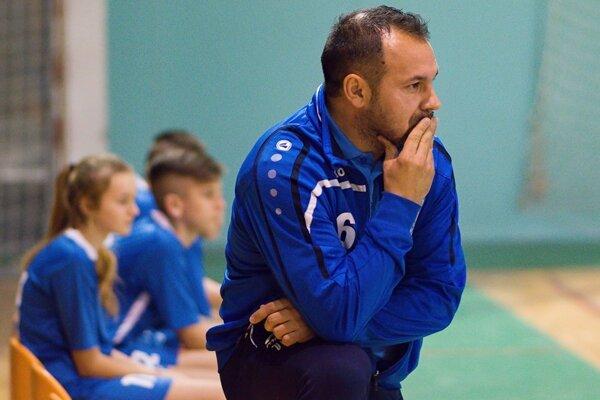 Mimoriadne úspešný mládežnícky tréner Martin Slovák skončil v Čeľadiciach.