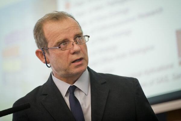 Vedecký riaditeľ Virologického ústavu BMC SAV Juraj Kopáček.