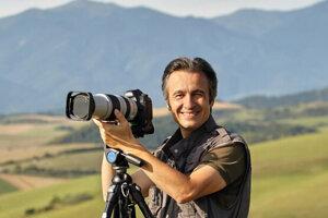 Fotograf Juraj Gavura najradšej fotí krajinu v hmle. Na správny okamih vie počkať aj sedem hodín.