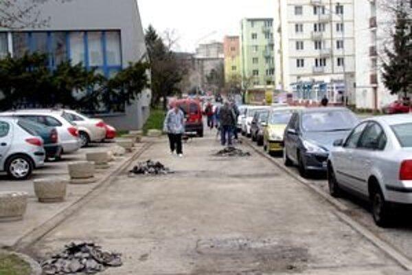 Opravili aj chodník na Párovskej ulici, pri gymnáziu.