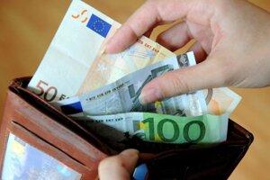 Z cudzej peňaženky si opakovane brala peniaze.