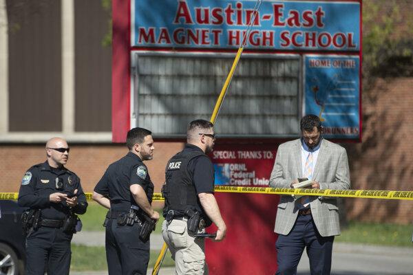 Streľba na strednej škole v Knoxville.