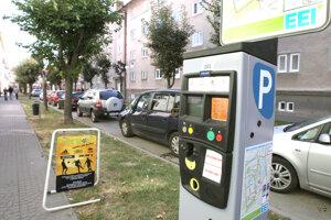 Do konca júna prevádzkuje parkovanie v centre Zvolena spoločnosť EEI.