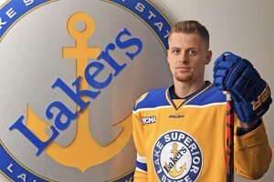 Miroslav Mucha hráva hokej na americkej univerzite Lake Superior State Univ.
