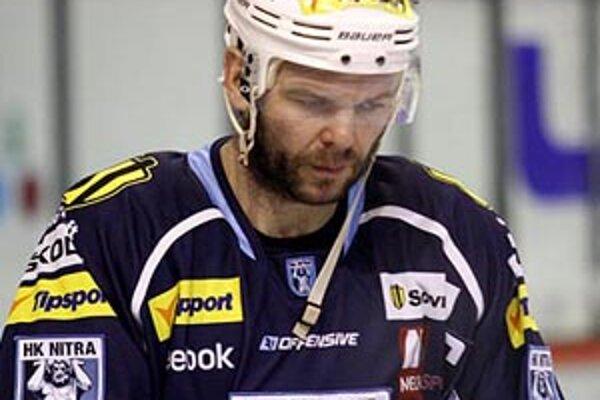 Mužstvo okolo Jozefa Stümpela prehralo pred vypredaným štadiónom oba domáce zápasy.