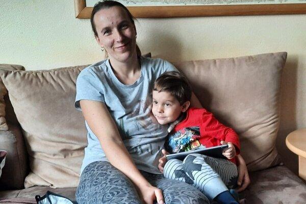 Malý bojovník Sebi so svojou mamičkou Mirkou.