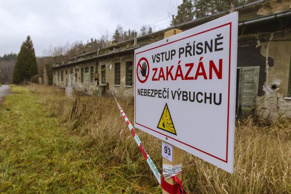 S výbuchmi, ku ktorým došlo v roku 2014 v muničných skladoch v areáli Vrbětice, spájajú české tajné služby ruských rozviedčíkov.