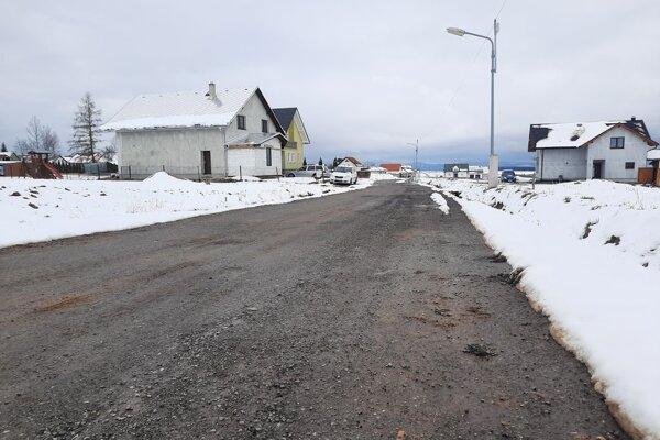 Cesta na ulici Poza domy je príliš úzka, rozšíria ju.