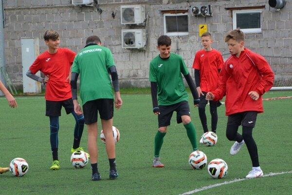 V jednej skupine môžu byť maximálne šesť hráčov.