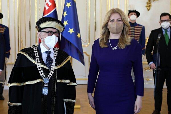 Prezidentka Zuzana Čaputová vymenovala do funkcie rektora Paneurópskej vysokej školy Juraja Sterna.