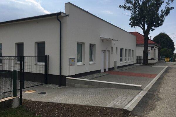 Novú škôlku otvorili v Košťanoch nad Turcom po vlaňajších letných prázdninách.