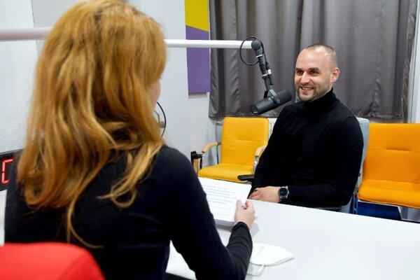 Realitný maklér Tomáš Székely.