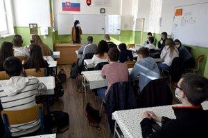 Žiaci 1.A triedy na gymnáziu v Sobranciach.