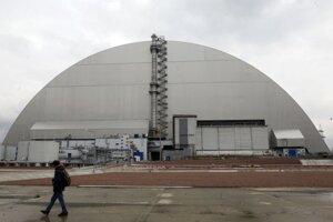 Betónový kryt nad reaktorom, ktorý v roku 1986 explodoval.