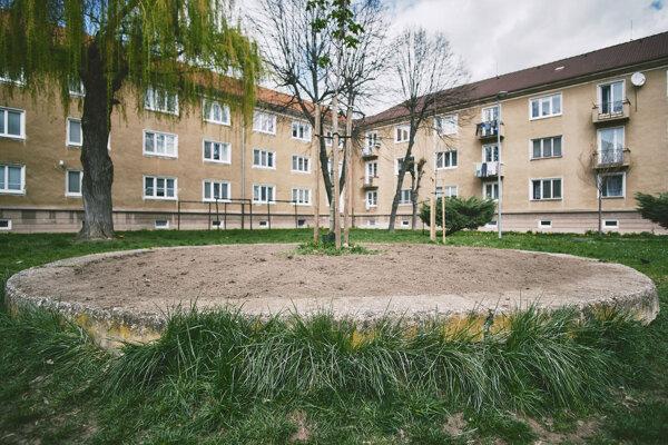 Staré pieskovisko na sídlisku v Žiari nad Hronom premenili na Bylinkovisko.