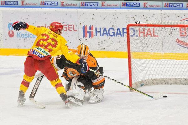 Marek Valach takto efektne prekonal v play-off brankára Michaloviec.