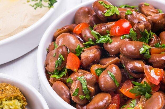 Výdatné fazuľové jedlo foul, niekedy sú fazule aj zmixované