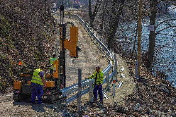 Obchádzka bude do výstavby mosta pre vodičov bezpečnejšia.