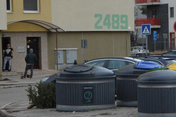 V rámci Slovenska majú Topoľčany najvyššiu produkciu komunálneho odpadu (700 kg na obyvateľa ročne). Aj osadením hlásičov z projektu Smart City chce samospráva toto množstvo znížiť.