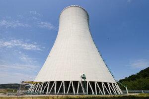 Chladiaca veža 3. bloku jadrovej elektrárne v Mochovciach.