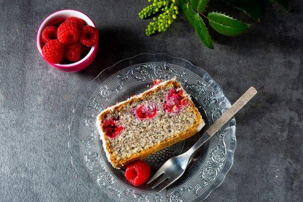 Mak a ovocie k sebe v koláčoch pasujú.