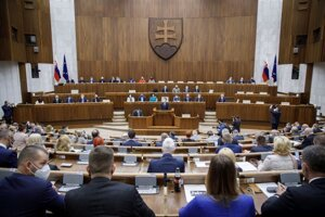Atmosféra v pléne počas rokovania 27. schôdze Národnej rady.