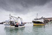 Francúzske plavidlá blokujú prístav v Jersey.