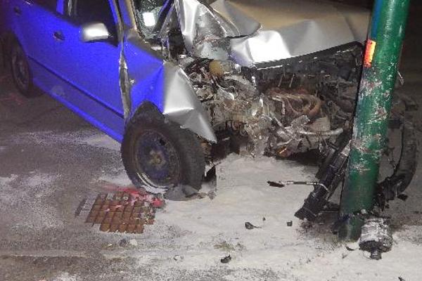 Vodič, ktorý v Banskej Štiavnici nabúral do stĺpa, nafúkal 1,60 promile.