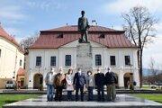 Minulý týždeň si vedenie mesta s členmi Klubu Milana Rastislava Štefánika v Brezne pripomenulo 102. výročie tragického úmrtia generála M. R. Štefánika.