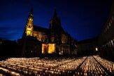 Tridsaťtisíc sviečok. Na Pražskom hrade si uctili obete pandémie