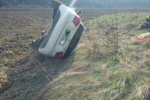 Pri tejto dopravnej nehode v Breze sa zranilo sedem ľudí.