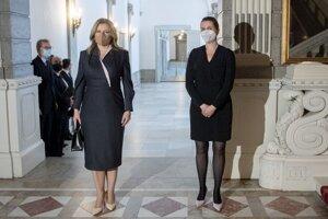 Prezidentka SR Zuzana Čaputová (vľavo) a dánska premiérka Mette Frederiksenová počas stretnutia v Kodani.