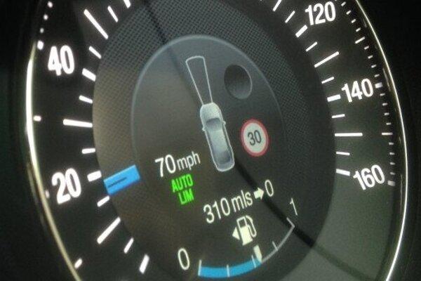 Čítanie dopravných značiek zvláda väčšina nových áut už dnes.