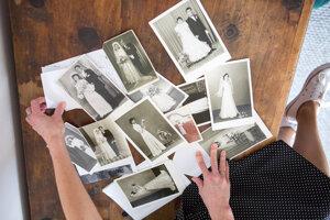 Zbierka fotografií a príbehov.